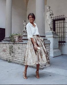 White blouse and golden skirt on high heel sandals - Summer Fashion Mode Outfits, Skirt Outfits, Heels Outfits, Girly Outfits, Stylish Outfits, Dress Dior, Modest Fashion, Fashion Dresses, Feminine Fashion