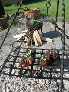 Vikings Beginnings of BBQ? Viking Camp, Viking Food, Viking Life, Fire Cooking, Outdoor Cooking, Larp, Viking Culture, Old Norse, Norse Vikings