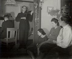 1944. Illegal home concert at the home of Piet van den Akker, who lived at number 29 Hygieaplein. His wife and his daughter can also be seen in the photograph. Violinist and pianist unknown. Photo: Charles Breijer #amsterdam #worldwar2