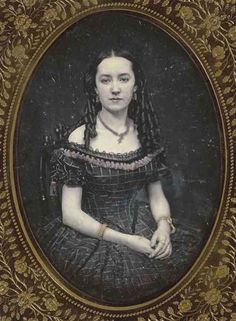 daguerreotypeimages: Daguerreotype of young woman in evening dress, 1850 Musee d'Orsay (via Portrait of young woman in evening dress - Anon. Victorian Photos, Victorian Women, Antique Photos, Vintage Pictures, Vintage Photographs, Victorian Era, Victorian Fashion, Victorian Portraits, Vintage Portrait