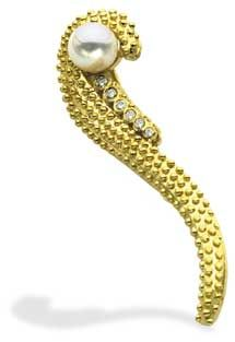 Professional Jeweler Archive: Pearls of Wisdom/18k gold brooch features a white cultured pearl and diamond accents.