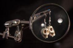 """Ohrringe """"Totenköpfe"""" von Granatapfel - Onlineshop mit Illustriertem. auf DaWanda.com"""