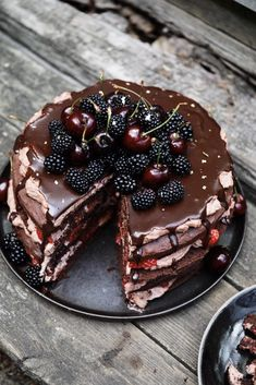 Chocolate layer cake with cocoa whipped cream and berries – Frederikke Wærens - Matoppskrifter - Cake Sweet Recipes, Cake Recipes, Dessert Recipes, Cakes And More, Let Them Eat Cake, Yummy Cakes, Cupcake Cakes, Cake Decorating, Sweet Treats