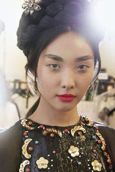 Макияж с показа круизной коллекции Chanel 2016 в Сеуле