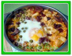 - Preparar una salsa de tomate  añadiéndole ajo y cebolla picadito.    - Cocer 300 grs. de guisantes  (o usar una latita escurriéndola...