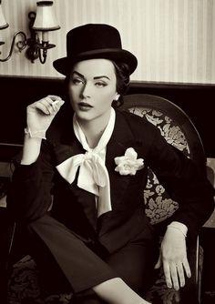 pin-up vintage make-up look (Idda Van Munster//Marlene Dietrich inspired) Moda Vintage, Vintage Girls, Vintage Woman, Style Année 20, Foto Picture, Retro Fashion, Vintage Fashion, Vintage Style, Retro Style