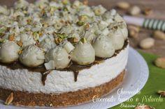 Una golosissima ricetta senza cottura..il Cheesecake al Cioccolato bianco e pistacchi..una vera goduria per il palato,semplicissima da preparare :)