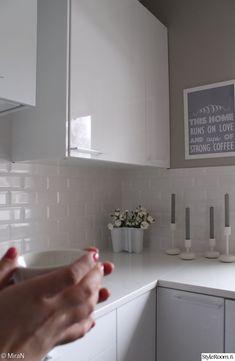 valkoinen keittiö,korkeakiilto,korkeakiilto ovet,korkeakiilto keittiö,korkeakiilto vetimet