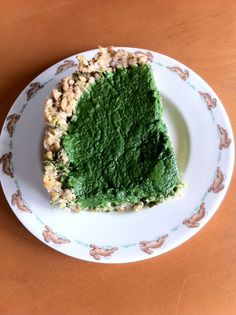 Another way to have feed your rabbits food. Years ago I nannied for a Swedish woman who made sure I knew this recipe before leaving the country for three weeks. It's about 1.5 lb of spinach, 3 eggs, and 1/4 C of flour and some onion or garlic. Blend, and pour into a crust. This one is made with barley.