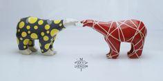 Beta Bear, models Dots and Line, 14,5x24,5x10 cm. Mariusz Dydo ceramic sculpture.