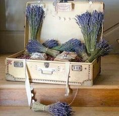 Love this Lavender display.  Great ways to display at markets.