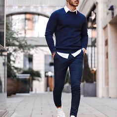 visit our website for the latest men's fashion trends products and tips . Casual Wear For Men, Stylish Mens Outfits, Mens Sweater Outfits, Chinos Men Outfit, Formal Men Outfit, Casual Outfits, Mode Costume, Herren Style, Girls Summer Outfits