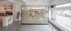 In this Urban Ant City installation, hundreds of Spanish ants were set loose in a scale model of Rotterdam, allowed to navigate the existing street and carve their own paths and tunnels. [vimeo=132…
