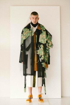 Antwerp Fashion Department graduate Sanan Gasanov created an elaborate triple-award winning couture collection, which incorporated 15 fabrics in each piece. Runway Fashion, High Fashion, Fashion Show, Womens Fashion, Fashion Design, Fashion Trends, Gothic Fashion, Essentiels Mode, Moda Masculina