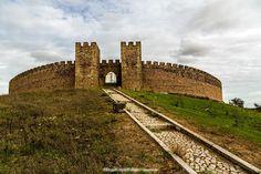 Arraiolos - Portugal Places In Portugal, Visit Portugal, Portugal Travel, Castle House, Castle Ruins, Medieval Castle, Beautiful Castles, Beautiful World, Beautiful Places