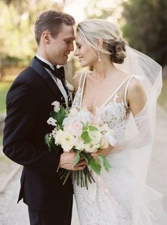 Photography : Lucy Cuneo Photography Read More on SMP: http://www.stylemepretty.com/2015/06/15/romantic-charleston-elopement-inspiration-at-middleton-place/