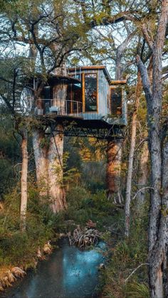 Beautiful Tree Houses, Cool Tree Houses, Tree House Designs, Tiny House Design, Cabana, Cabin In The Woods, Cottage In The Woods, Cabins And Cottages, Small Cabins