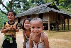 La joie des enfants Hmong à #maichau, province de Hoa Binh. Pour en savoir plus: https://www.amica-travel.com/vietnam-sites-a-decouvrir/nord-vietnam/mai-chau