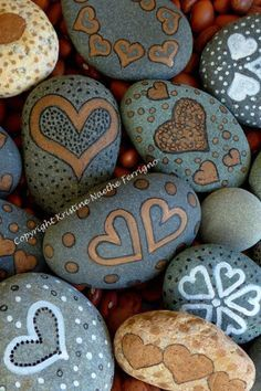 Painted Hearts Rocks 1 by KristineFerrigno on Etsy Pebble Painting, Pebble Art, Stone Painting, Heart Painting, Stone Crafts, Rock Crafts, Arts And Crafts, Diy Crafts, Art Rupestre