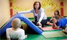 Homloklebeny terápia gyerekeknek – Hogyan segíti a figyelemzavaros, tanulási nehézségekkel küzdő gyerekeket? Szakembert kérdeztünk! - Papás-mamás magazin Fun, Asperger, Hilarious