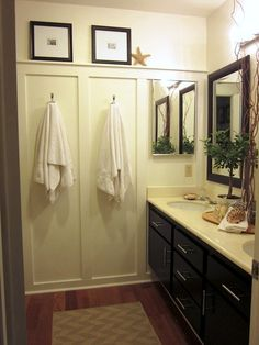 9 Inspired Tips: Wainscoting Wallpaper Colour wainscoting living room ceilings.Wainscoting Basement Floors wainscoting dining room board and batten.Wainscoting How To Bathroom. Rustic Wainscoting, Dining Room Wainscoting, Wainscoting Styles, Wainscoting Bathroom, Painted Wainscoting, Bathroom Wall, Downstairs Bathroom, Wainscoting Height, Black Wainscoting