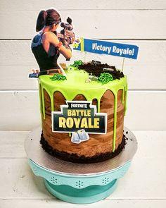 Fornite idea birthday for girls 11th Birthday, Boy Birthday Parties, Birthday Cake, Maleficent Party, Cupcake Cakes, Cupcakes, Novelty Cakes, Drip Cakes, Occasion Cakes