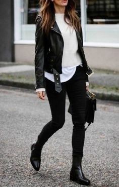 white and black outfit idea / moto jacket tee sweater skinnies boots bag Black Jacket Outfit, Leather Jacket Outfits, Blazer Outfits Casual, Casual Winter Outfits, Casual Wear, Fall Fashion Outfits, Look Fashion, Fashion Ideas, Fashion Inspiration