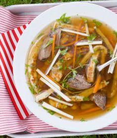 Když dojde řeč na ryze české a moravské polévky, dají se rozdělit na dva hlavní tábory. Food Humor, Funny Food, Pho, Thai Red Curry, Food And Drink, Cooking, Health, Ethnic Recipes, Kitchen