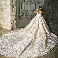Beautiful wedding dress designed by @ehsanchamounhautecouture .  #lebaneseweddings