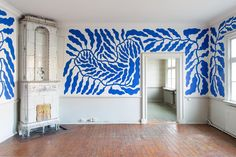 MFA Exhibition, Gathenheimska Huset Gteborg, Photo: David Eng (handpainted wall mural) Blue details on walls Interior Architecture, Interior And Exterior, Interior Design, Decor Scandinavian, Wall Decor, Room Decor, Wall Murals, Interior Inspiration, Style Inspiration