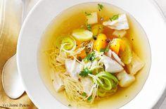 Hendlsuppe mit Nudeln und Gemüse