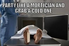 Round 2 in our collection of humor from the dark side. Hilarious Funeral Humor Memes about morticians, hearses, scattering ashes, headstones, and more. Morbider Humor, Dark Humour Memes, Sarcasm Humor, Funeral Meme, Funeral Party, Stupid Funny Memes, Hilarious, Funny Shit, Party Like Gatsby