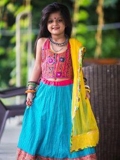 Trendy unseen Navratri Chaniya Choli Designs from Local stores - LooksGud. Chaniya Choli For Kids, Kids Lehenga Choli, Baby Lehenga, Kids Indian Wear, Indian Girls, Navratri Dress, Choli Designs, Blouse Designs, Baby Frocks Designs