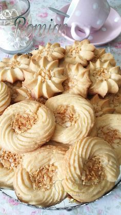 Romiasالجزاير Lebanese Desserts, Algerian Recipes, Desserts With Biscuits, Butter Cookies Recipe, Biscuit Cookies, French Pastries, Food Humor, Cookie Recipes, Sweet Treats