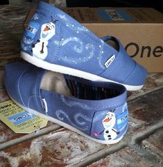 """Olaf The Snow Man Heel Design on Toms by RubiiShoos on Etsy, $78.00"" AHHHHH!! SO CUTE!"