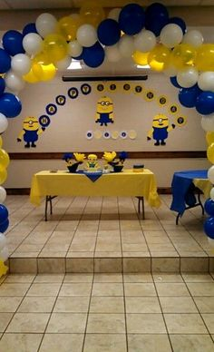 Minion table and giveaway Minions Birthday Theme, Minion Party Theme, Despicable Me Party, Boy Birthday Parties, Birthday Party Decorations, Party Themes, 2nd Birthday, Party Ideas, Minion Centerpieces