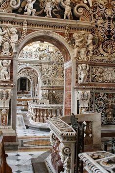 The Church of Jesus also known as the house house, is one of the most important baroque churches in Palermo and Sicily. A Blaze of polychrome marble, an incomparable wealth.