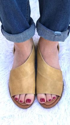 The LOTUS Side Cut-Out Open Toe Flat – Rachel's Chic Boutique
