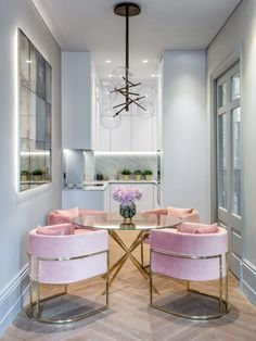 Get inspired by these dining room decor ideas! From dining room furniture ideas, dining room lighting inspirations and the best dining room decor inspirations, you'll find everything here! Luxury Interior Design, Interior Decorating, Decorating Ideas, Decorating Websites, Modern Interior, Interior Design London, Cottage Decorating, Decorating Kitchen, Scandinavian Interior