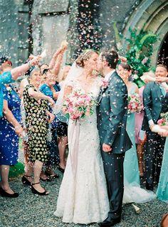 Alternativa al arroz de boda - Aventar confeti a los novios