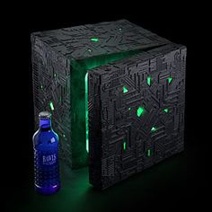 Assimilate your hot and cold food into the perfect environment with this multi-function Star Trek Borg Cube fridge. Taking up very little space, the compact fridge is styled like a green glowing Borg Cube - and works for both hot and cold foods. Star Trek Borg, Star Wars, Lifehacks, Deep Space Nine, Mini Fridge, Refrigerator, Kitchen Gadgets, Kitchen Utensils, Kitchen Tools