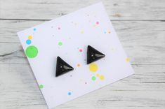 Little stud earrings, made of polymer clay with resin on the top. It is very light and not fragile. Black Stud Earrings, Polymer Clay, Triangle, Etsy Seller, Resin, Create, Top, Crop Shirt, Shirts