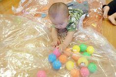 圧縮袋であそぼう(0歳児) Kids And Parenting, Montessori, Activities, Children, Circuit, Blue Prints, Bebe, Game Ideas, Young Children