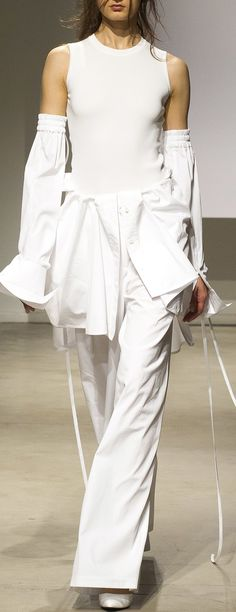 J Spring 2018 Menswear Fashion Show Collection: See the complete Juun.J Spring 2018 Menswear collection. Look 17 Couture Mode, Haute Couture Style, Couture Fashion, Runway Fashion, Fashion Beauty, Fashion 2018, Fashion Week, Spring Fashion, Autumn Fashion