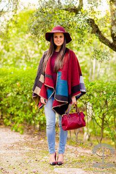 Capa burdeos burgundy cape oxblood Crimenes de la Moda