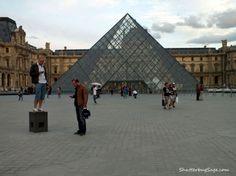 La Pose Texto  Le Louvre  Paris, France