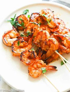 Marinated Grill Shrimps Marinated Grilled Shrimp – a simple yet out-of-this-world grilled shrimp recipe soaked in an incredible marinade. A feel good food especially this warmer season! Makes a great family weeknight meal for for entertaining. Grilled Shrimp Marinade, Easy Grilled Shrimp Recipes, Grilled Shrimp Skewers, Pork Rib Recipes, Fish Recipes, Grilling Recipes, Seafood Recipes, Cooking Recipes, Healthy Recipes