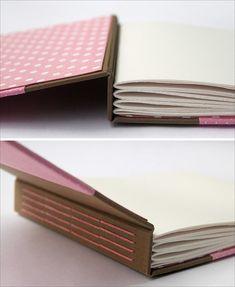 A nice idea for an album Handmade Notebook, Diy Notebook, Handmade Journals, Handmade Books, Notebook Covers, Journal Covers, Mini Albums, Mini Album Scrap, Mini Scrapbook Albums