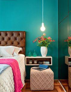 Cartela de cores incrível para um quarto feminino.