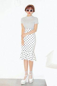 Today's Hot Pick :ドット柄フリルマーメイドスカート http://fashionstylep.com/SFSELFAA0025759/stylenandajp/out
